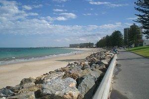 Der Strand von Glenelg gehört zu den beliebtesten Stränden in und um Adelaide.