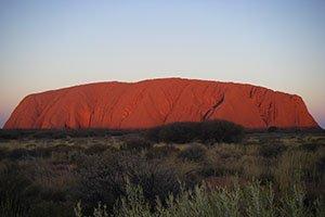 """Der Inselberg """"Uluru"""" im australischen Outback"""