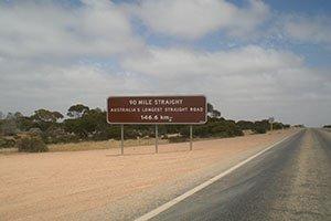 146,6 Kilometer nur geradeaus - Australiens längste Strecke ohne eine Kurve