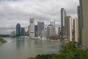 Der Brisbane-River lädt zu ausgieben Spaziergängen mit tollen Blicken auf die Skyline der Stadt ein.