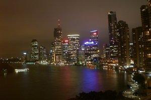 Brisbane ist die drittgrößte Stadt Australiens und bietet tolle Shoppingmöglichkeiten und ein aufregendes Nachtleben.