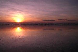 Der Cable Beach in Broome ist bekannt für seine grandiosen Sonnenuntergänge.