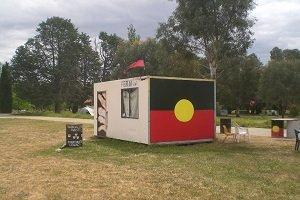 Die Aborigines wollen mit ihrer Tent Embassy der Forderung nach verschiedenen Rechten Nachdruck verleihen.