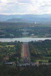 Canberra gehört für viele Backpacker zwar nicht zwingend auf der Reiseroute - doch ein Besuch lohnt sich allemal.