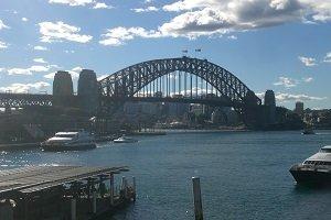 Die Harbour Bridge gehört neben dem Opera House zu den bekanntesten Bauwerken von Sydney.