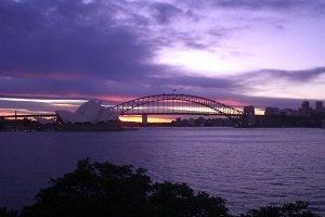 Sydney ist die größte und bedeutenste Stadt in Australien und besitzt viele bekannste Sehenswürdigkeiten ´, wie das Opera House oder die Harbour Bridge.