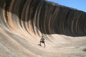 Der Wave Rock ist ein beliebtes Ausflugsziel im Outback vom südlichen Western Australia