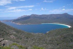 Die Wingelass Bay ist der bekannteste Strand auf Tasmanien.